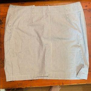 women's GAP seersucker skirt, size 8